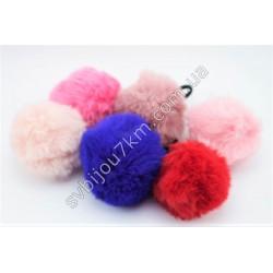 Резинка для волос с меховым шариком