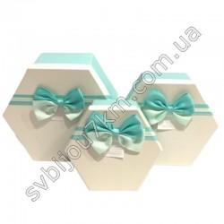 Подарочные коробки с бантиком бело-зеленые