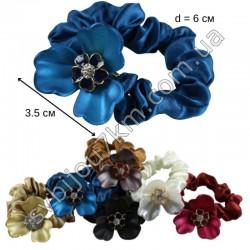 Резинка для волос пластиковый цветок на шелковой резинке